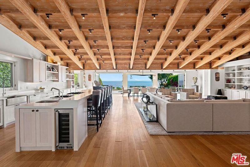 Avril Lavigne Buys House Overlooking Zuma Beach