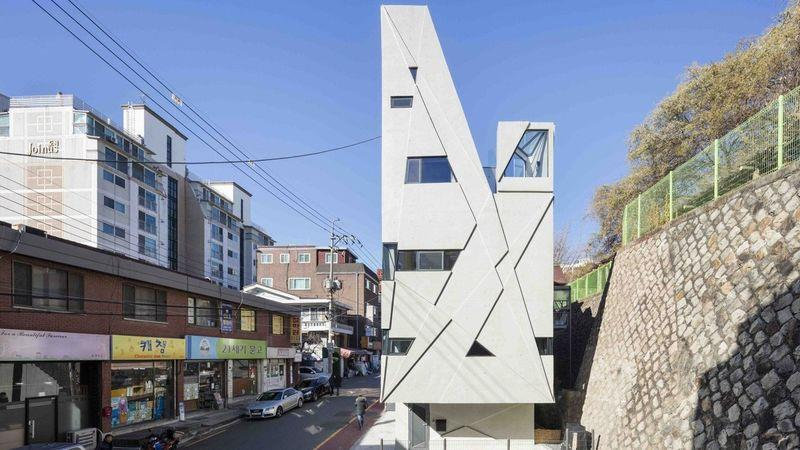 The weird, angular Dogok Maximum house is sited on an awkward plot