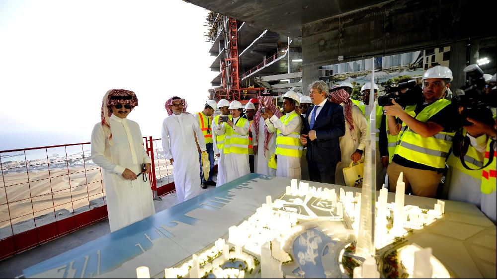 Prince Alwaleed bin Talal, far left, with a model of his Jeddah tower project