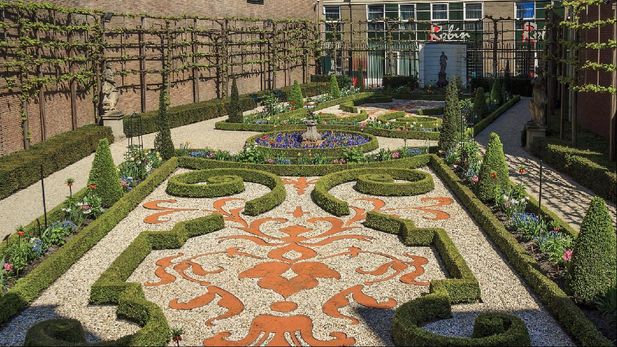 Formal gardens at the Willet-Holthuysens museum