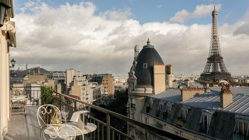 Airbnb is listing thousands of unregistered Paris properties, say city authorities