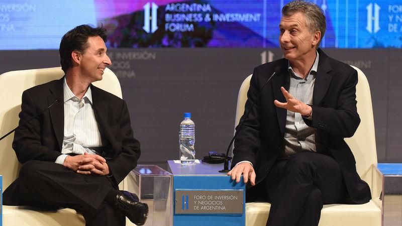 Roberto Souviron (left), Despegar.com co-founder, at a business forum in 2016 with Argentine president Mauricio Macri