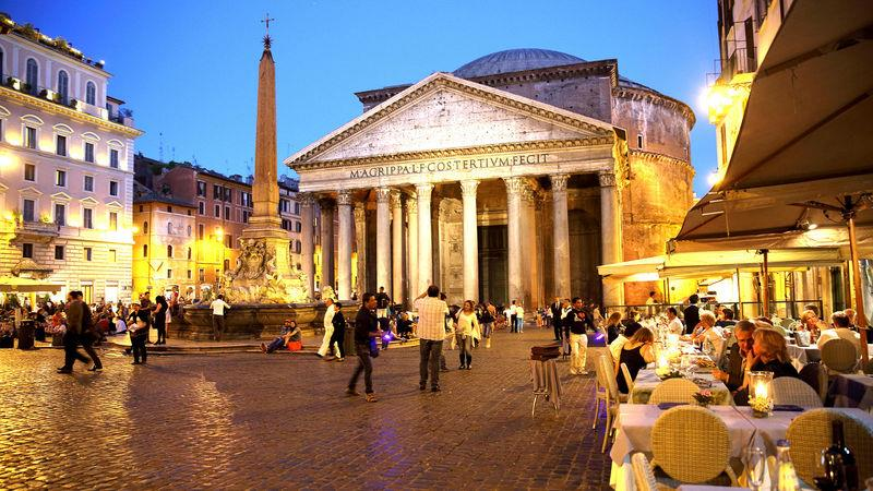 The Pantheon acts as a magnet for good coffee shops