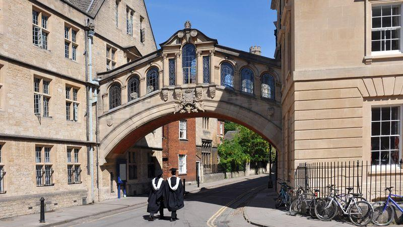 Oxford, a place of English-learning for foreign students
