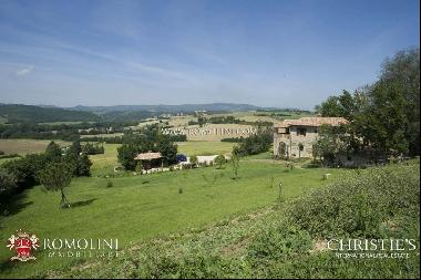 Umbria - FARMHOUSE WITH PANORAMIC VIEW FOR SALE IN MARSCIANO, UMBRIA
