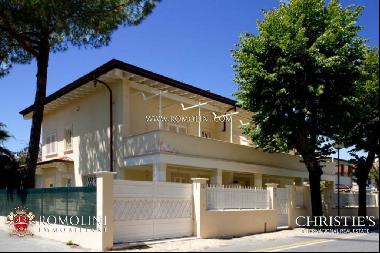 Tuscany - VILLA DIVIDED INTO TWO SECTIONS FOR SALE IN FORTE DEI MARMI