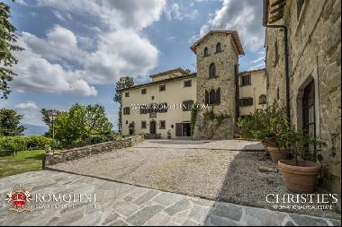 Tuscany - COZY MEDIEVAL HAMLET FOR SALE IN THE TUSCAN COUNTRYSIDE