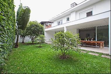 House near Paramenicana Square