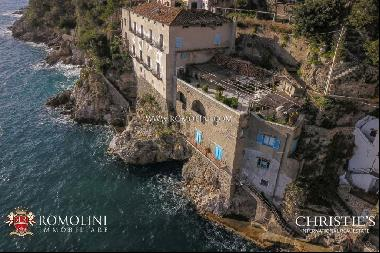 Amalfi Coast - WATERFRONT VILLA WITH ACCESS TO THE SEA FOR SALE
