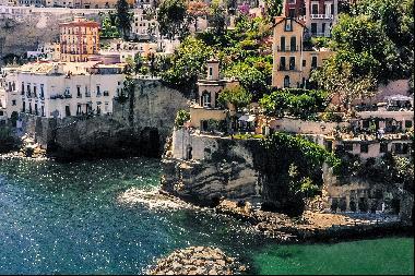 Historic pied dans l'eau home in Posillipo