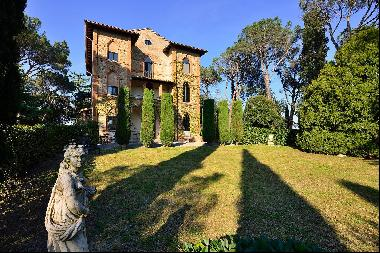 A Magnificent 18th Century Property, in the heart of the Tuscan countryside