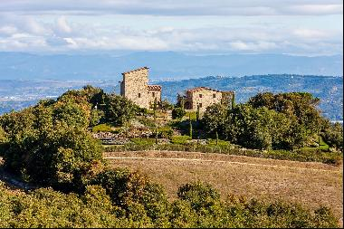 Torre Chianina, a gorgeous estate nestled between Tuscany, Umbria, and Lazio