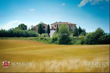 Tuscany - ESTATE WITH AGRITURISMO FOR SALE IN MONTALCINO