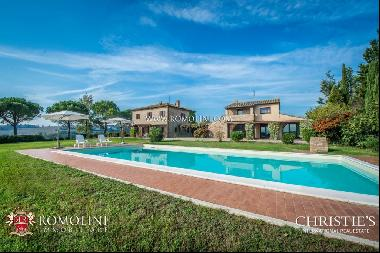Umbria - FARMHOUSES WITH POOL FOR SALE NOT FAR FROM PERUGIA
