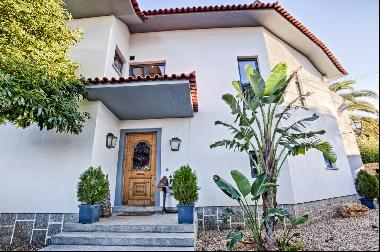 Fantastic, fully refurbished 3 + 1 bedroom villa with excellent finishes and areas with g