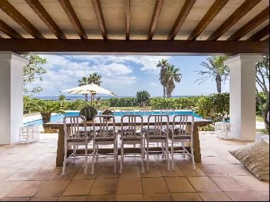 Exclusive first line villa with access to the sea