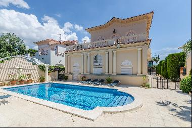 Elegant colonial style villa in Terramar, Sitges just 50 meters from the sea