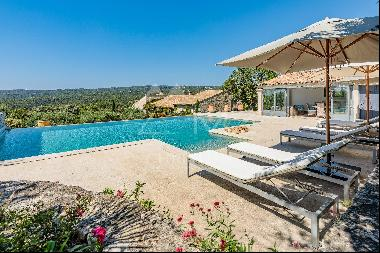 Gordes - Magnificent property with heated pool