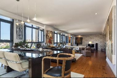 3 bedroom apartment, with a 155 sqm area, parking space and an iconic view over the city
