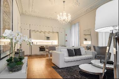 1 bedroom apartment, placed in the prestigious building Liberdade 203.This development is