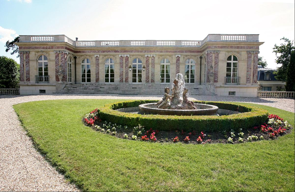 A sublime Palais inspired by Grand Trianon Palace, 20 min from Paris