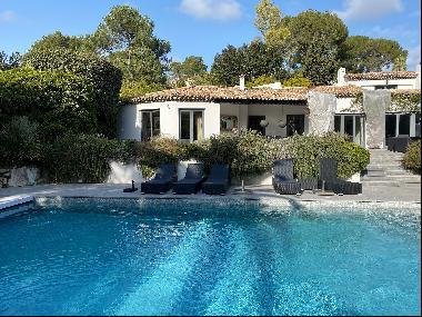 Modern villa in private domain in Mougins