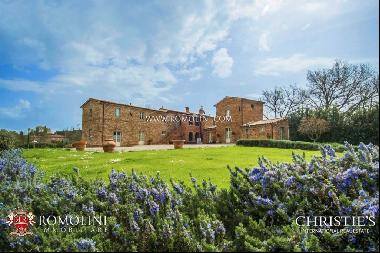 Tuscany - LUXURY COUNTRY HOUSE FOR SALE NEAR SIENA