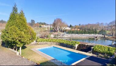 Sale of country house with garden, lake, pool, in Paredes, Portugal