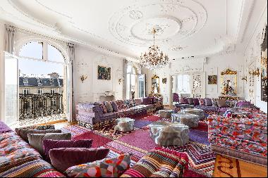 Paris 16th District – Pure Parisian elegance and charm a stone's throw from the Arc de Tr
