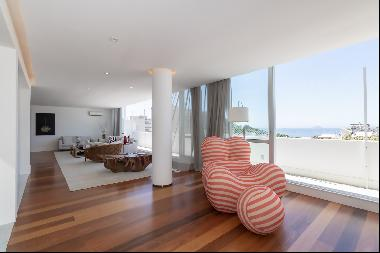 Duplex penthouse overlooking the stone of Arpoador and the sea of Ipanema and Co