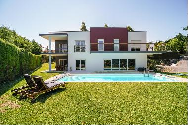 Detached villa, placed in the first golf line.This 6+1 bedroom villa is fantastically loc