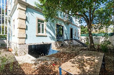 Charming chalet, located in one of the most prestigious areas of Parede. Previously it wo