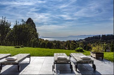 Rare and spectacular property!