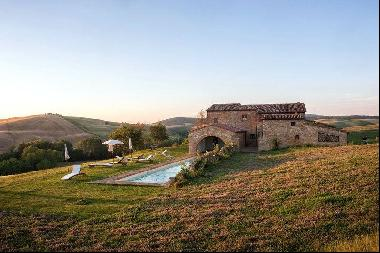 Ref. 2400 Prestigious Renovated Farmhouse in Pienza - Tuscany