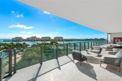 800 South Pointe Drive, Unit 701