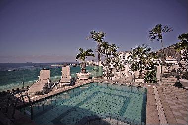 Spacious penthouse with panoramic views