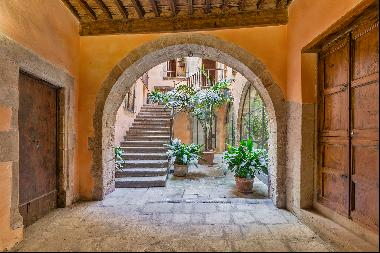 Authentic penthouse in El Born within a historical building dating back to m ...
