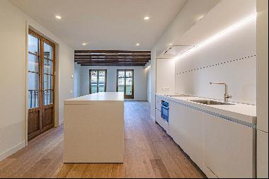 Unique duplex penthouse in the very heart of Barcelona, one block from Passe ...