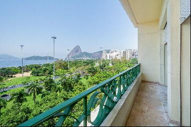 Classic apartment in front of Flamengo Park