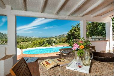 Country estate with swimming pool, just a few minutes away from the Emerald