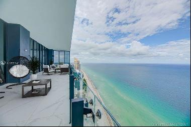 Amazing oceanfront duplex with incredible views in Miami beach