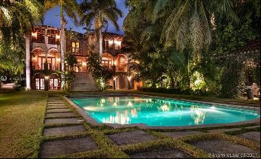 Luxurious breathtaking residence in private gated, nature-preserve setting that is the en