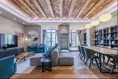 Renovated Apartment in a Regal Building
