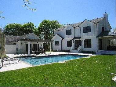 6 BR Modern Home With Pool House