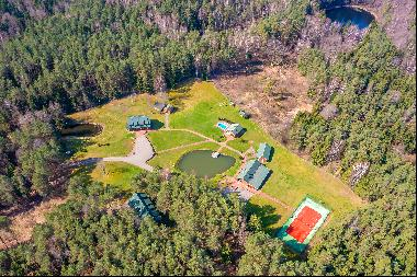 Tranquil and private homestead in the pine forest