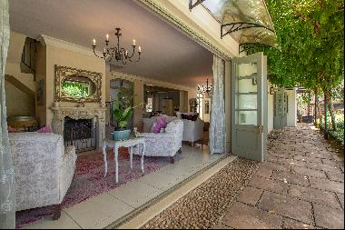 Timeless and Tranquil Design in Exclusive Estate of Stellenbosch