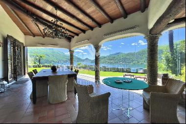 Beautiful villa with large garden, spectacular & open views of Lake Lugano for sale in Lu