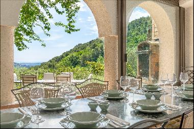 Cabris - Hinterland of Grasse - Authentic bastide with sea view for sale.
