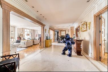 Family property close to the Bois de Boulogne in Neuilly-sur-Seine.