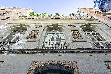 Small palace of 646 sqm for sale on a quiet street in Gótico, Barcelona